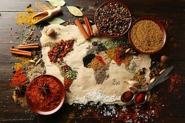 épices du monde sur table